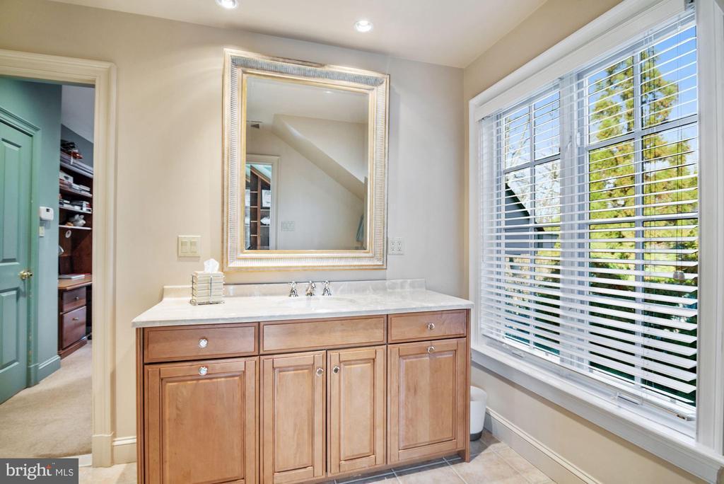 Dual Entry En-Suite Bath to Bedrooms 6 and 7 - 896 ALVERMAR RIDGE DR, MCLEAN