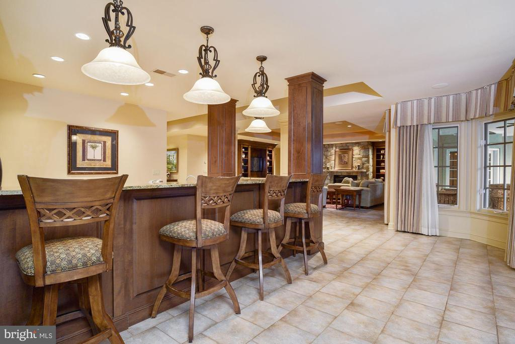 Lower Level Bar &  Full Kitchen - 896 ALVERMAR RIDGE DR, MCLEAN