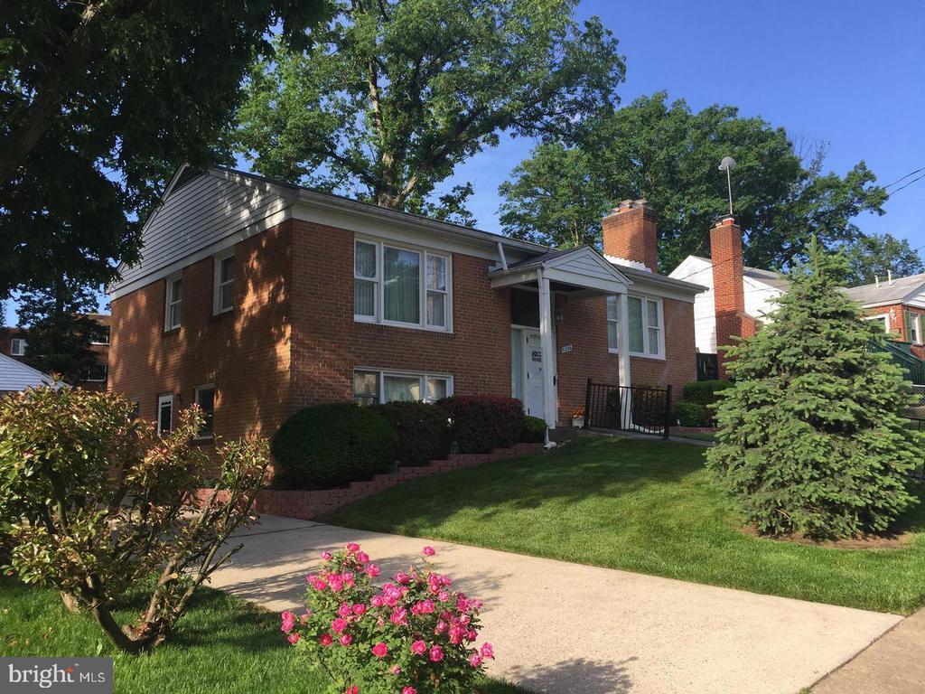 All Brick Home in quiet neighborhood - 5236 12TH ST S, ARLINGTON