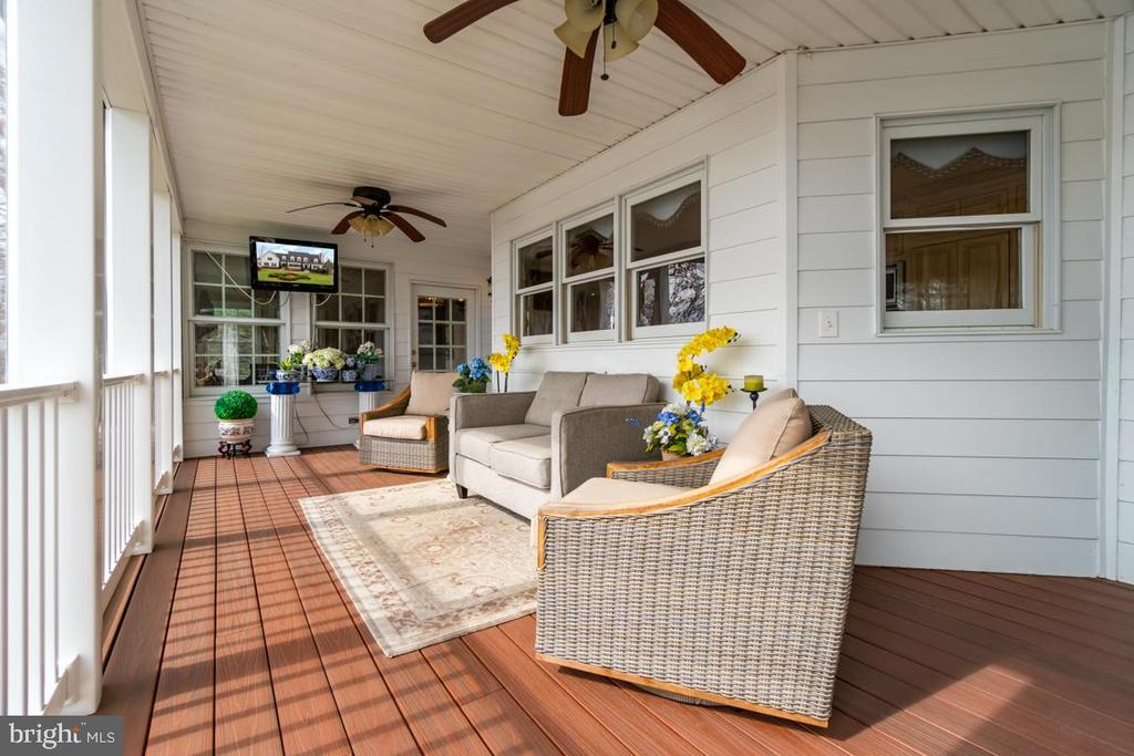 Incredible Screened Porch overlooks Fawn Lake! - 10810 PERRIN CIR, SPOTSYLVANIA