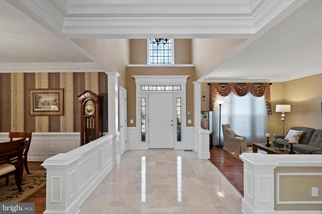 2-story entry with marble floor - 6271 KINGFISHER LN, ALEXANDRIA