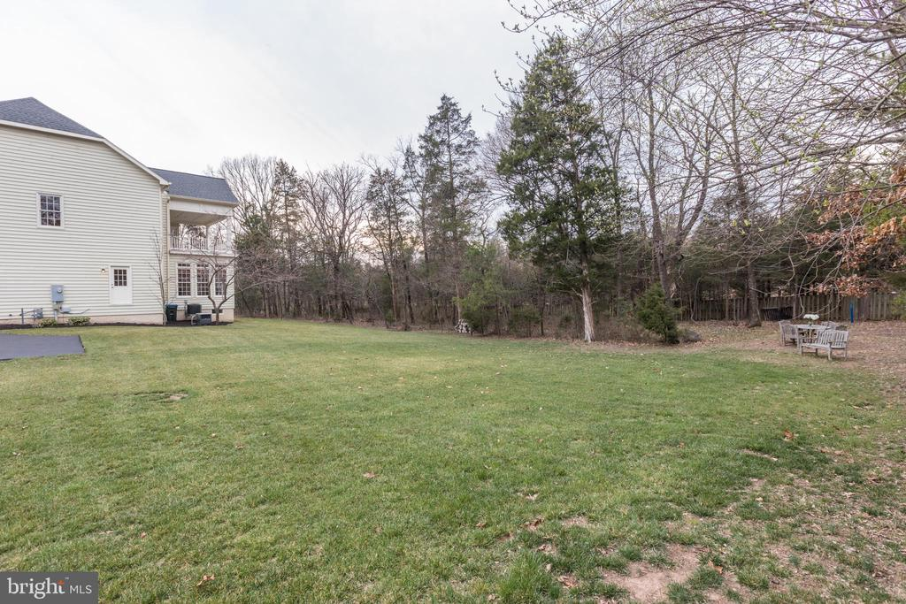 Large and Private Property - 27651 EQUINE CT, CHANTILLY