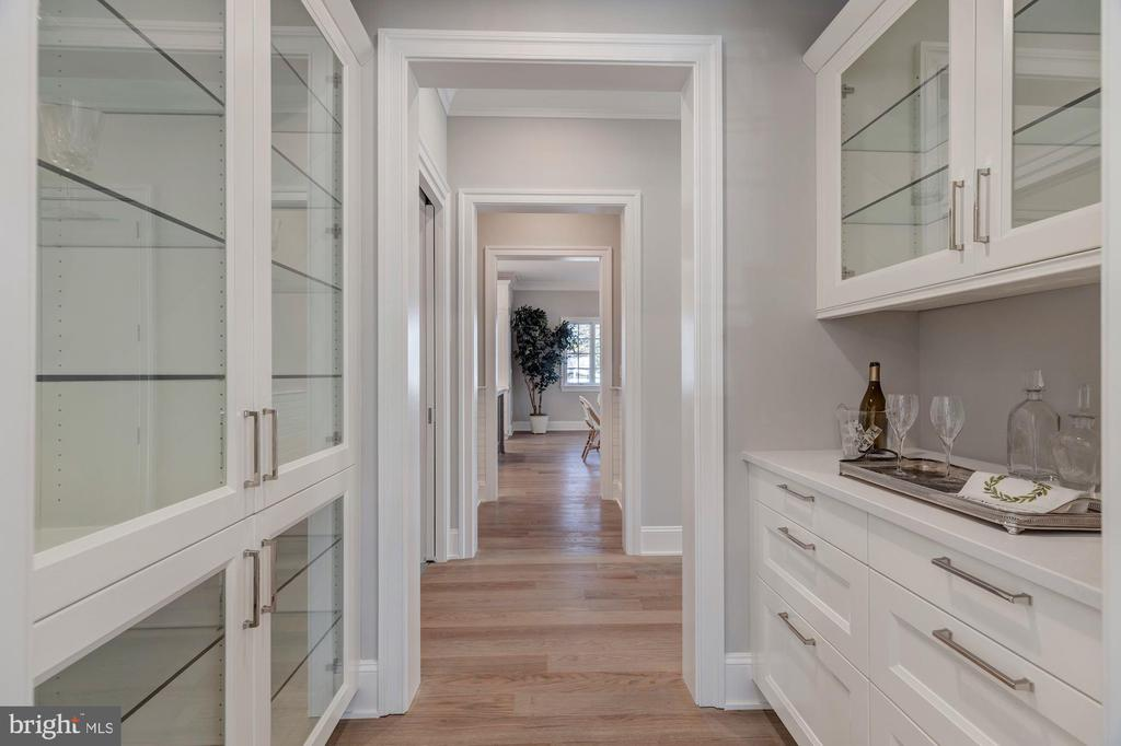 Custom butler's/serving pantry between DR & Kit. - 4909 FALSTONE AVE, CHEVY CHASE