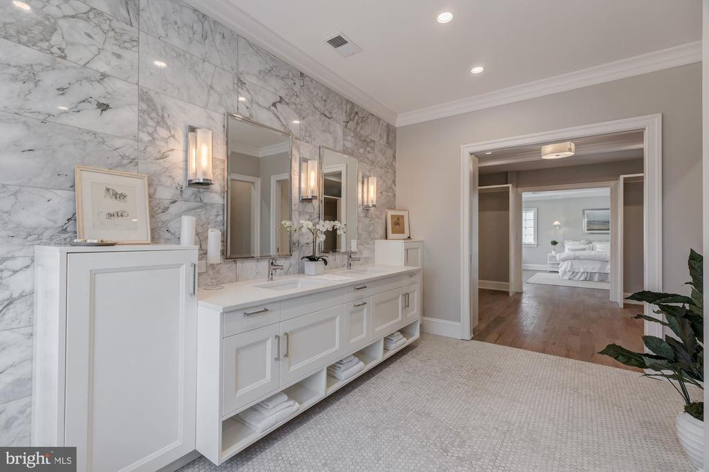Great storage in owner's bath - 4909 FALSTONE AVE, CHEVY CHASE