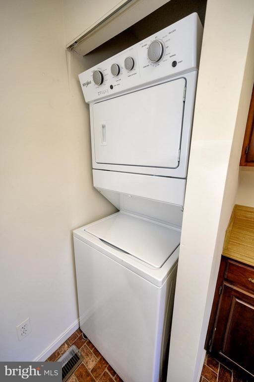 Newer washer and dryer. - 327 BIRCHSIDE CIR, LOCUST GROVE