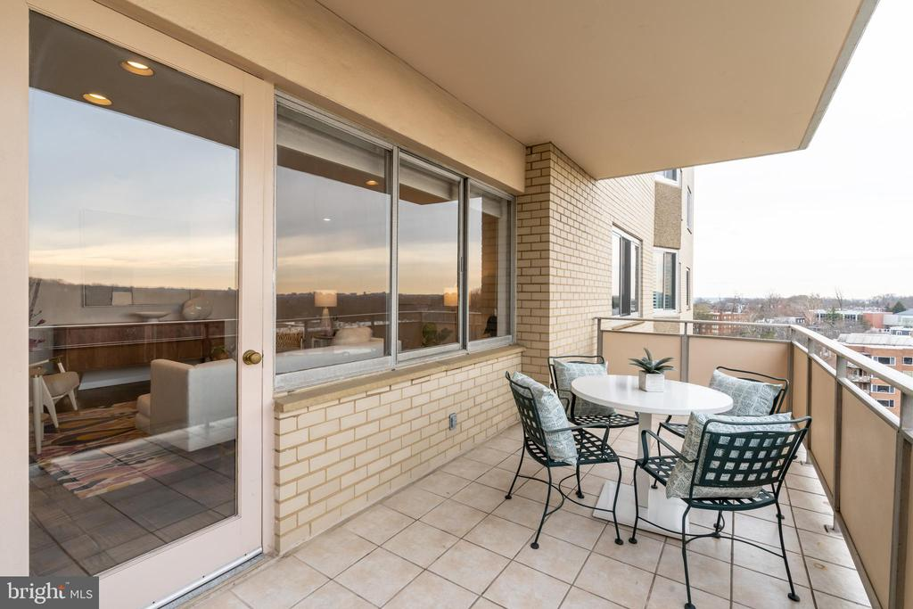 Large patio off living room - 2801 NEW MEXICO AVE NW #1122, WASHINGTON