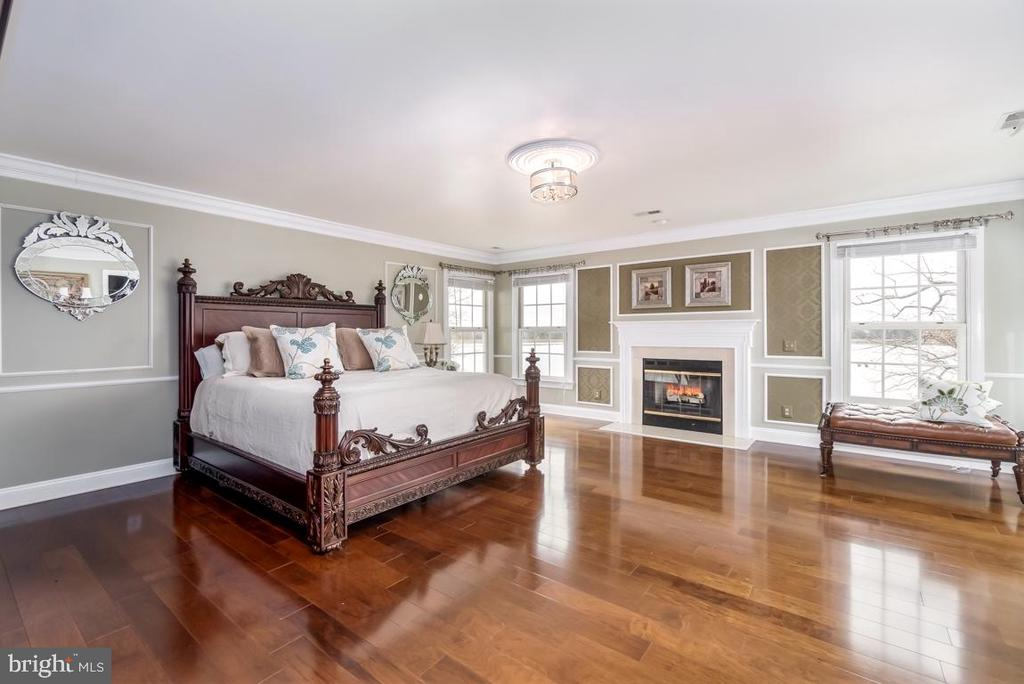 Spacious Master with Fireplace overlooks the lake! - 10810 PERRIN CIR, SPOTSYLVANIA