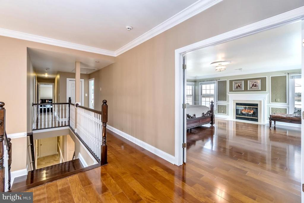 Wood Flooring on upstairs landing & hallway! - 10810 PERRIN CIR, SPOTSYLVANIA