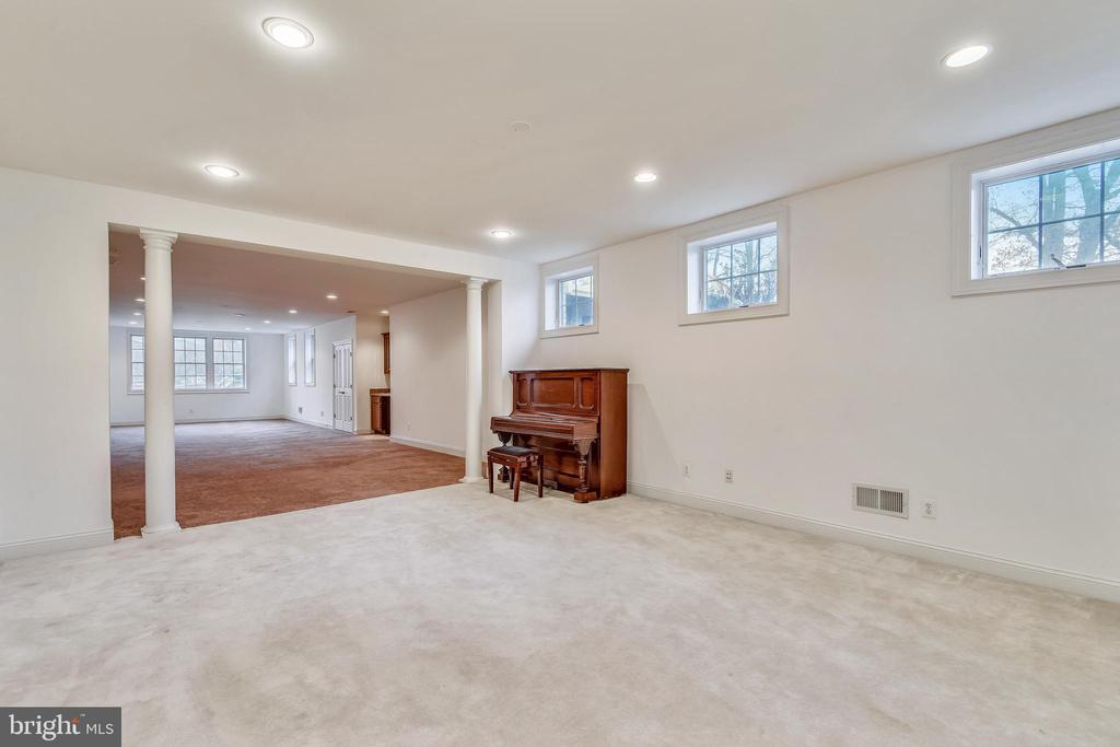 Lower Level Game /Living Room - 1831 ELGIN DR, VIENNA