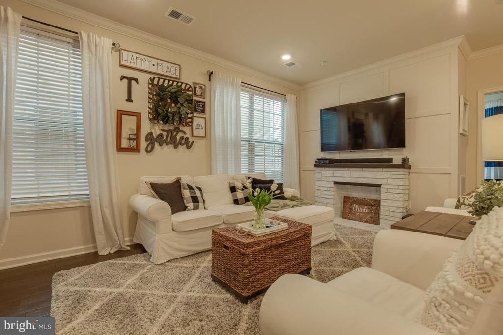 Great Room Perfect for Entertaining - 23290 MILLTOWN KNOLL SQ #106, ASHBURN