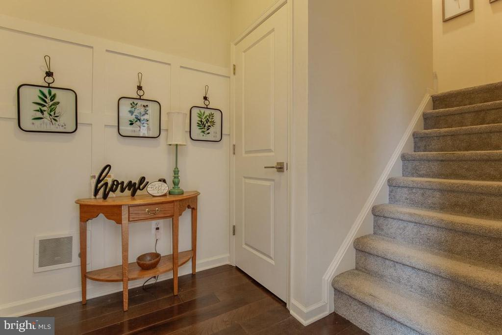 Foyer with Upgraded Moldings - 23290 MILLTOWN KNOLL SQ #106, ASHBURN
