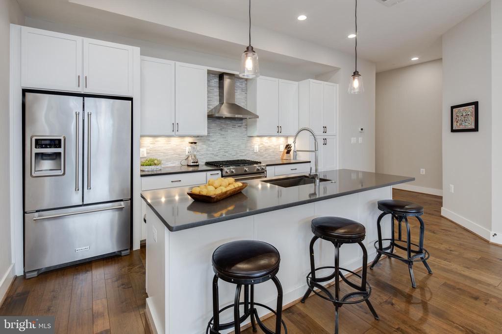 Gourmet Kitchen w/ Breakfast Bar - 3566 13TH ST NW #5, WASHINGTON