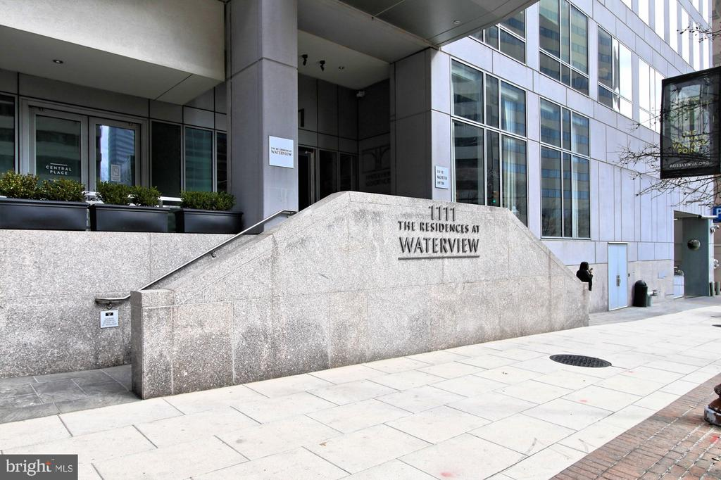 Welcome to The Waterview - 1111 19TH ST N #2207, ARLINGTON