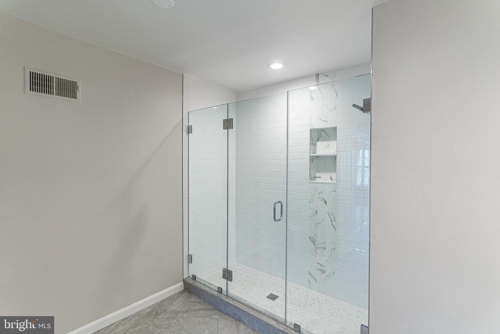 Luxurious Custom Shower - 10927 WICKSHIRE WAY #K-3, ROCKVILLE