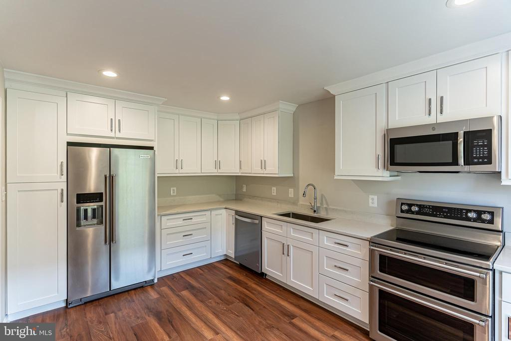 Renovated Kitchen with Stainless Steel Appliances - 10927 WICKSHIRE WAY #K-3, ROCKVILLE