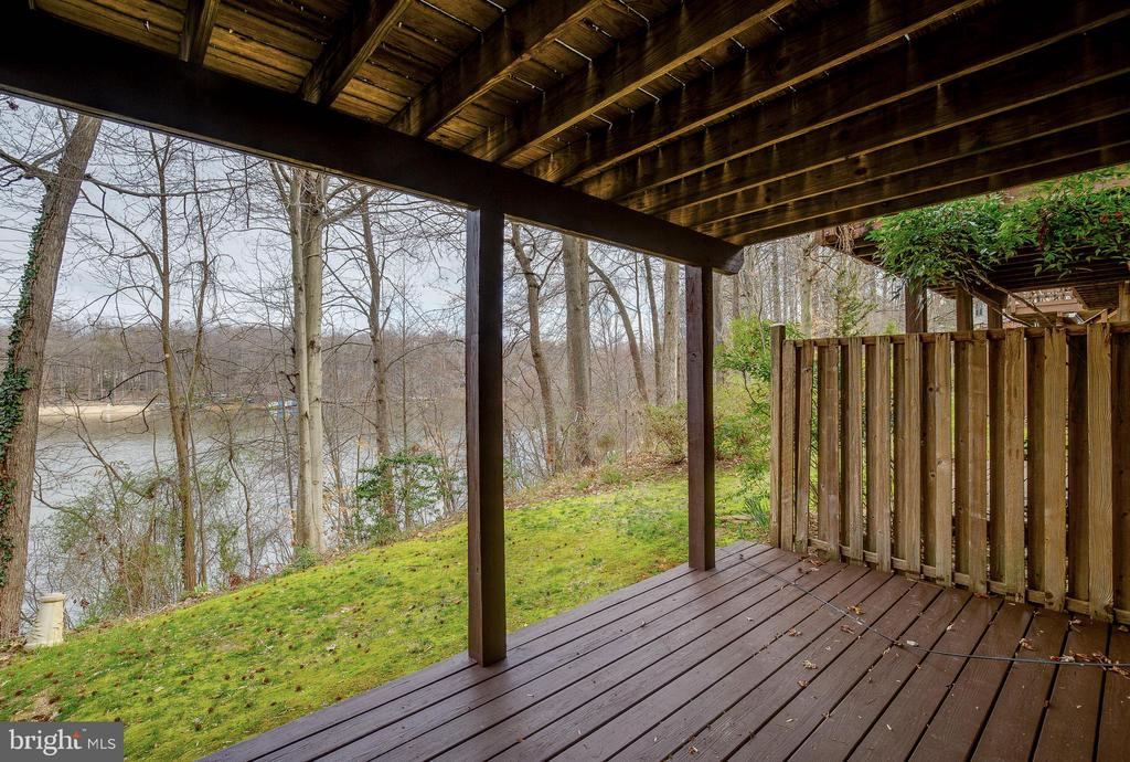 Patio and Winter View - 15757 WIDEWATER DR, DUMFRIES