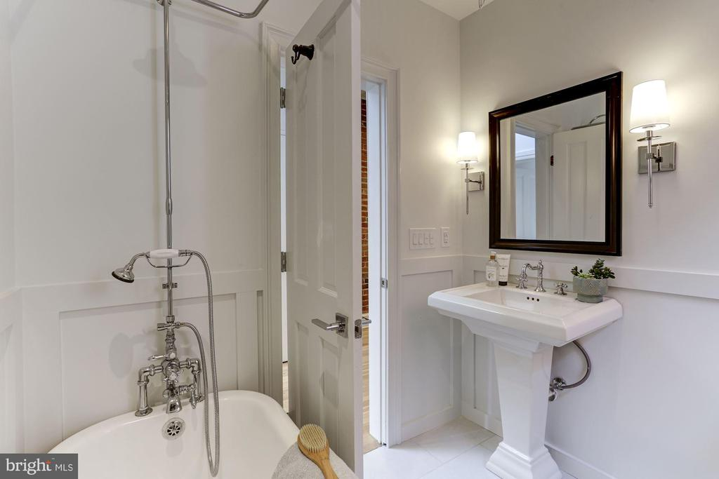 Hall Bath w/claw foot tub - 1332 RIGGS ST NW, WASHINGTON