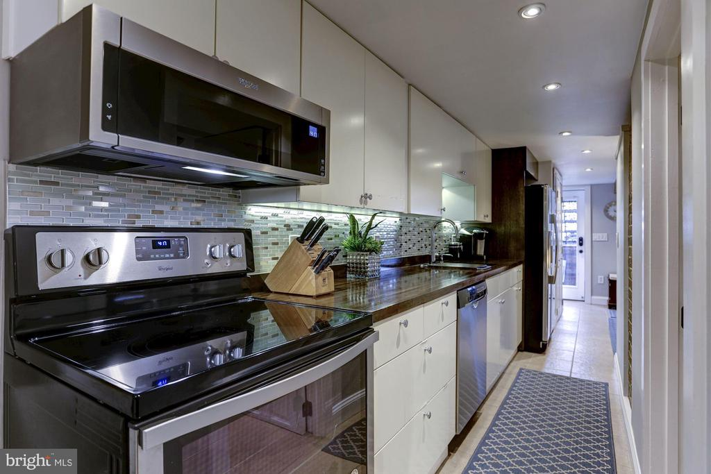 Stainless Steel appliances, too - 1332 RIGGS ST NW, WASHINGTON