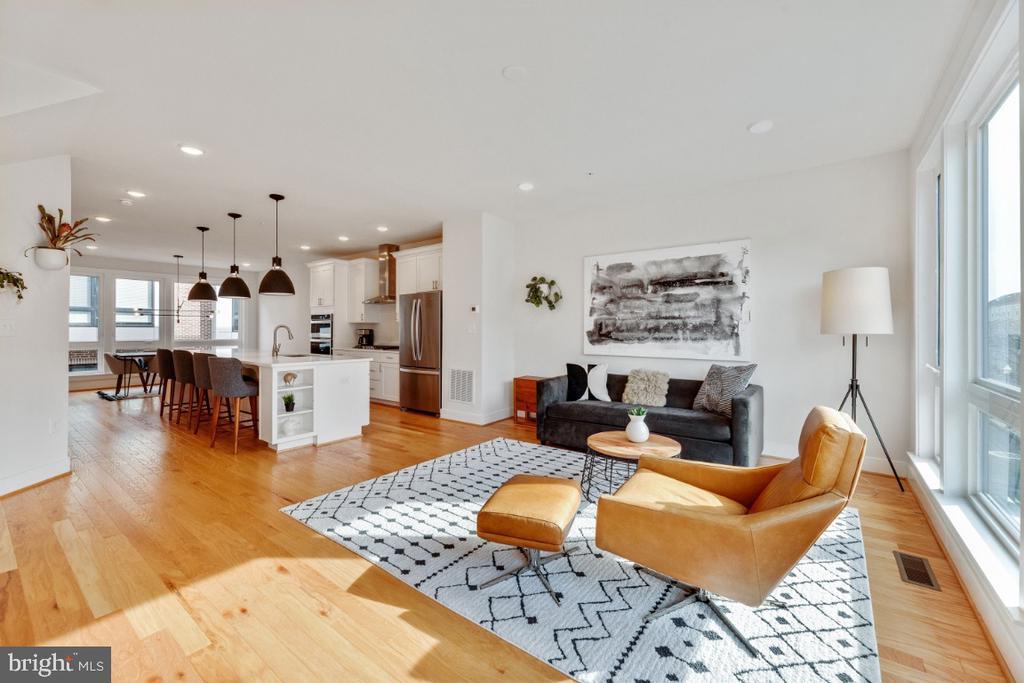 Living room open to your gorgeous kitchen - 420 NOTTOWAY WALK, ALEXANDRIA