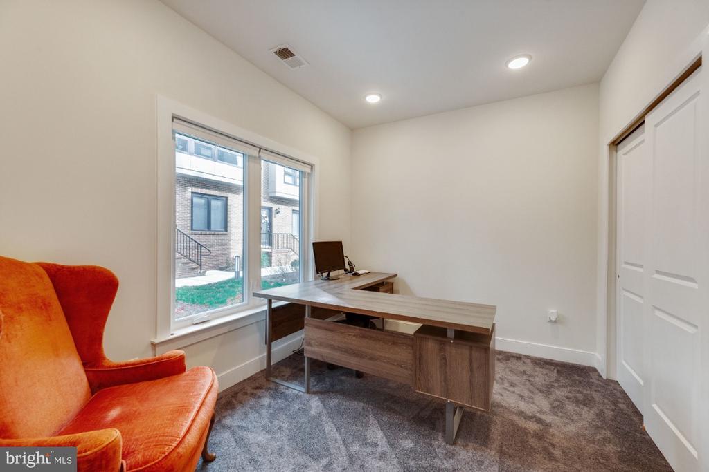 First floor bedroom perfect for nanny suite - 420 NOTTOWAY WALK, ALEXANDRIA