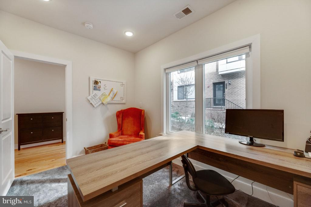 Nanny Suite ? Office ? Den ? Whatever you want - 420 NOTTOWAY WALK, ALEXANDRIA