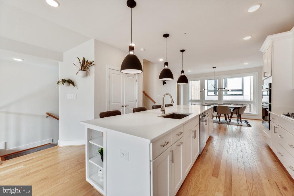 Enormous kitchen island. - 420 NOTTOWAY WALK, ALEXANDRIA