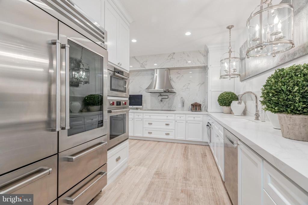 Gourmet Kitchen with Top-of-the-Line Appliances - 1820 KALORAMA SQ NW #25, WASHINGTON