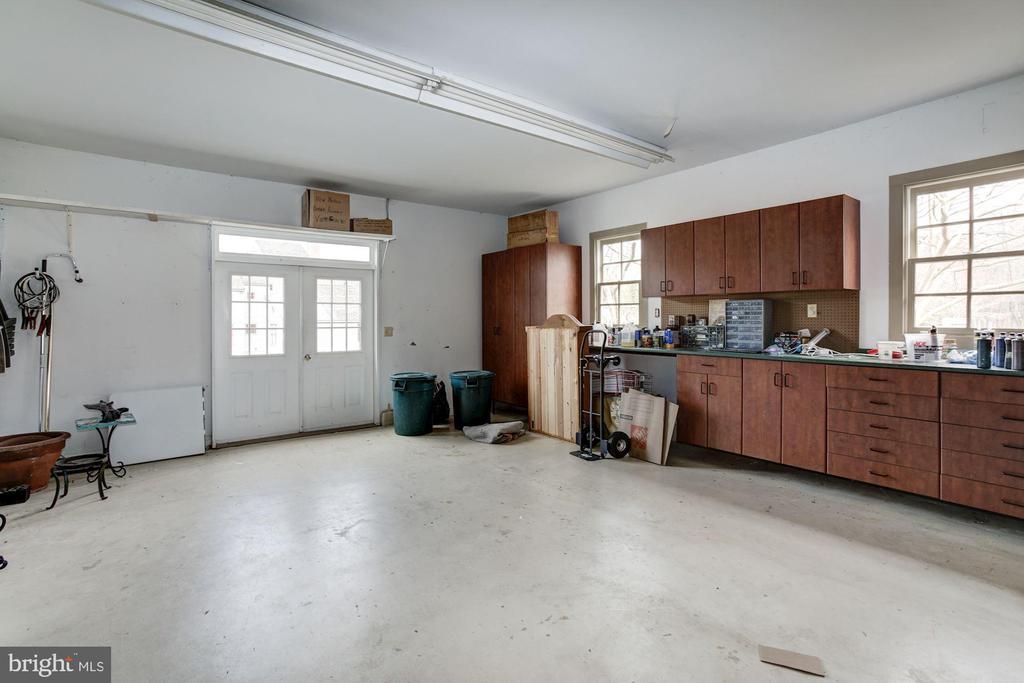 workshop in former garage - 1634 HOLLY BEACH FARM RD, ANNAPOLIS