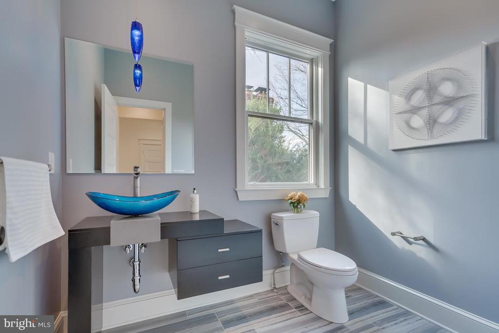 Half bath on main level - 920 N QUESADA ST, ARLINGTON
