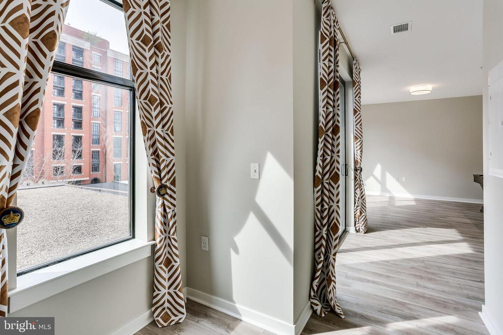 Alcove for a reading nook or office area! - 911 2ND ST NE #406, WASHINGTON