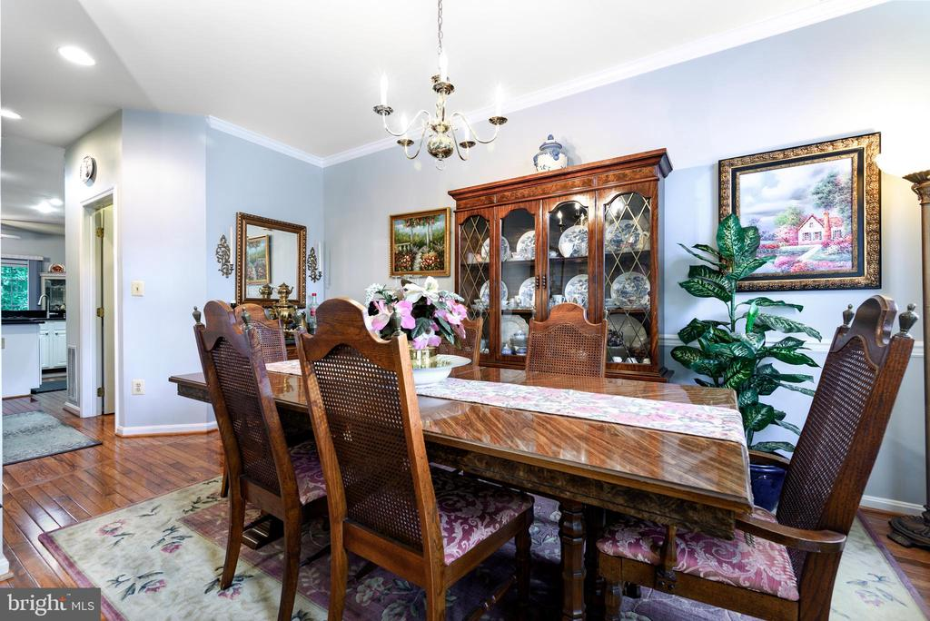 Formal living and dining room area, 3 arch window - 34 WADDINGTON CT, ROCKVILLE