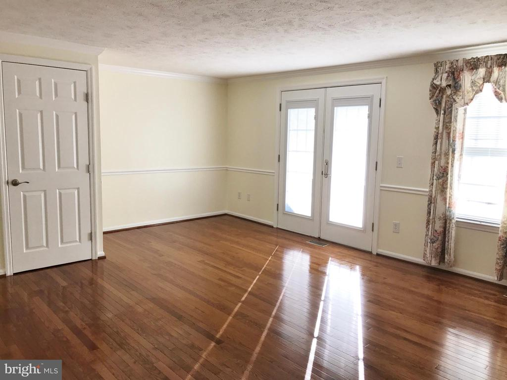 Main Floor Living Room With Hardwood Floor - 43994 CHOPTANK TER, ASHBURN