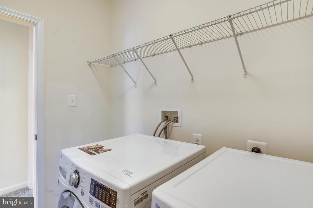 Upper level laundry w/front loading washer/dryer - 19709 VAUGHN LANDING DR, GERMANTOWN