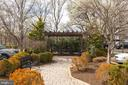 Landscaped grounds - 1401 N OAK ST #302, ARLINGTON