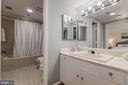 Master bath suite - 1401 N OAK ST #302, ARLINGTON
