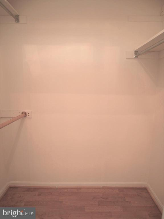 Walk in Closet - 5802 NICHOLSON LN #2-507, ROCKVILLE