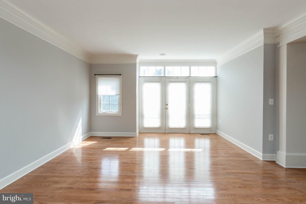 Living room - 43476 CASTLE HARBOUR TER, LEESBURG