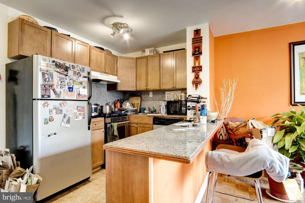 Kitchen with Breakfast Bar - 950 25TH ST NW #203-N, WASHINGTON