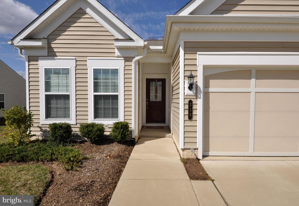 Welcome home! - 219 LONG POINT DR, FREDERICKSBURG