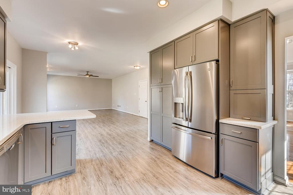 Oversized Stainless Everything - 1104 PARK RIDGE DR, MOUNT AIRY