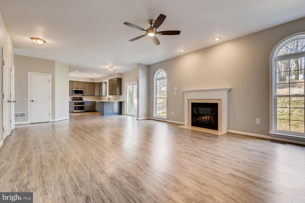 Open Concept w/ Space For Days - 1104 PARK RIDGE DR, MOUNT AIRY