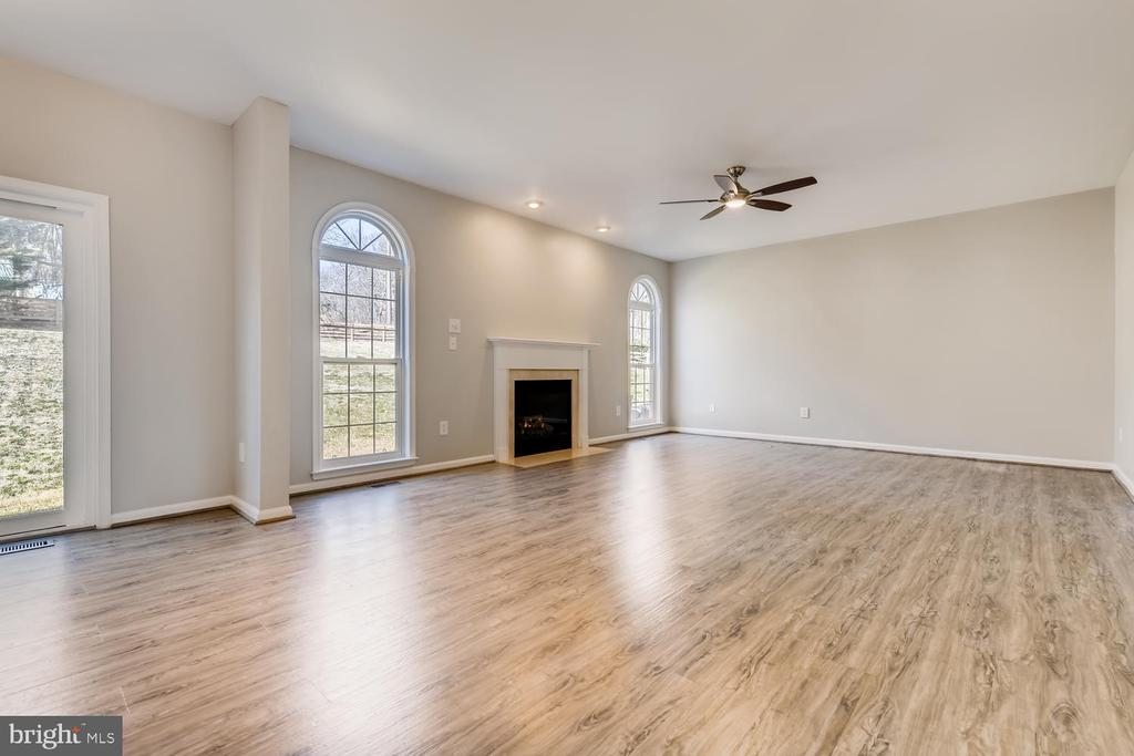 Sunny Days, Cozy Fireplace Nights - 1104 PARK RIDGE DR, MOUNT AIRY
