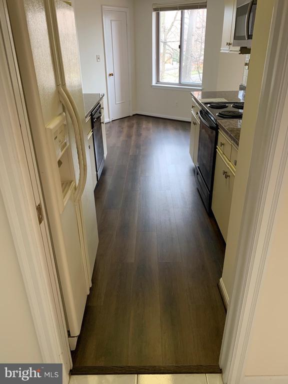 New Kitchen Floor - 5802 NICHOLSON LN #2-507, ROCKVILLE