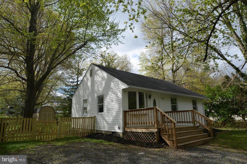 Side View - 7525 MAGARITY RD, FALLS CHURCH