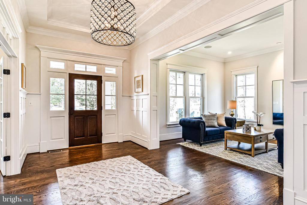 Foyer w/ Mahogany Door, Tray Ceiling, Lux Moldings - 1867 BEULAH RD, VIENNA