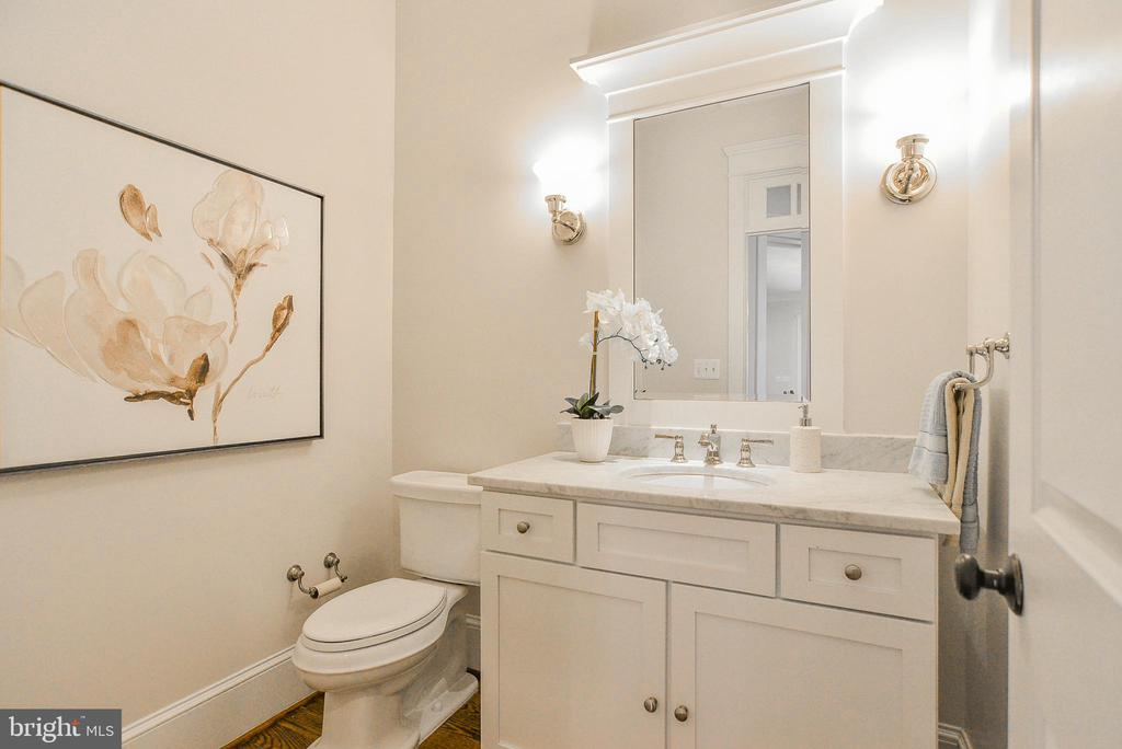 Powder Room w/ Marble Counters & Sconce Lighting - 1867 BEULAH RD, VIENNA