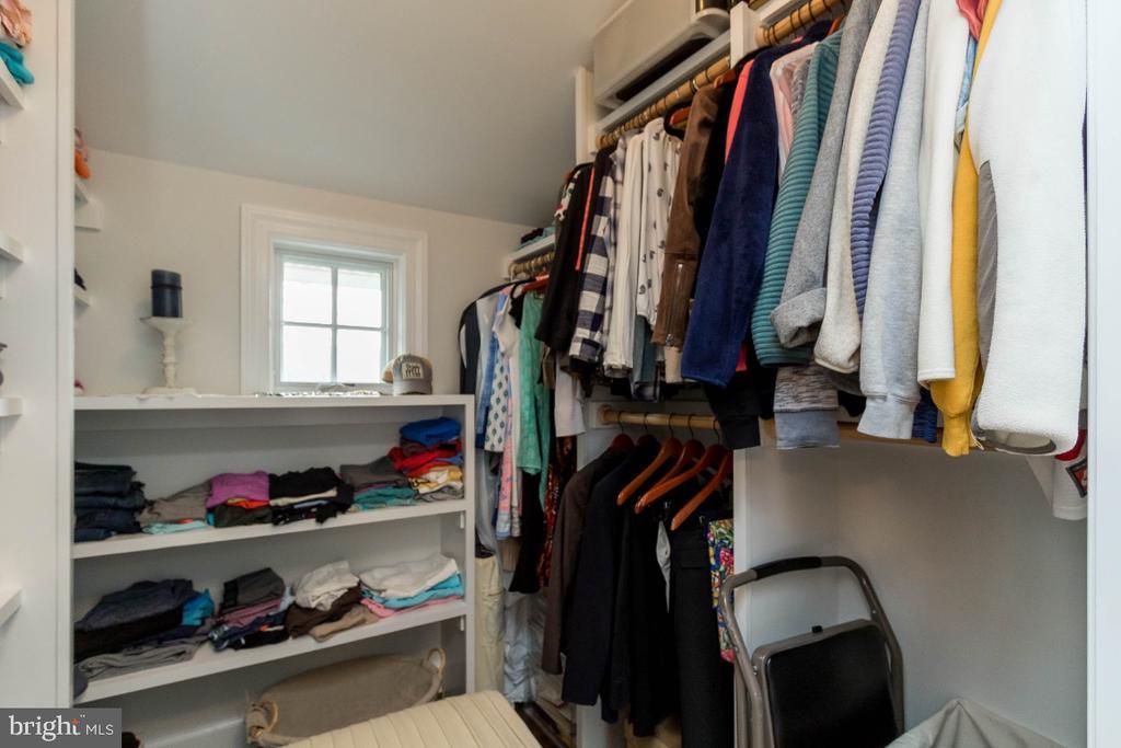 Master Walk in Closet - 6308 26TH ST N, ARLINGTON