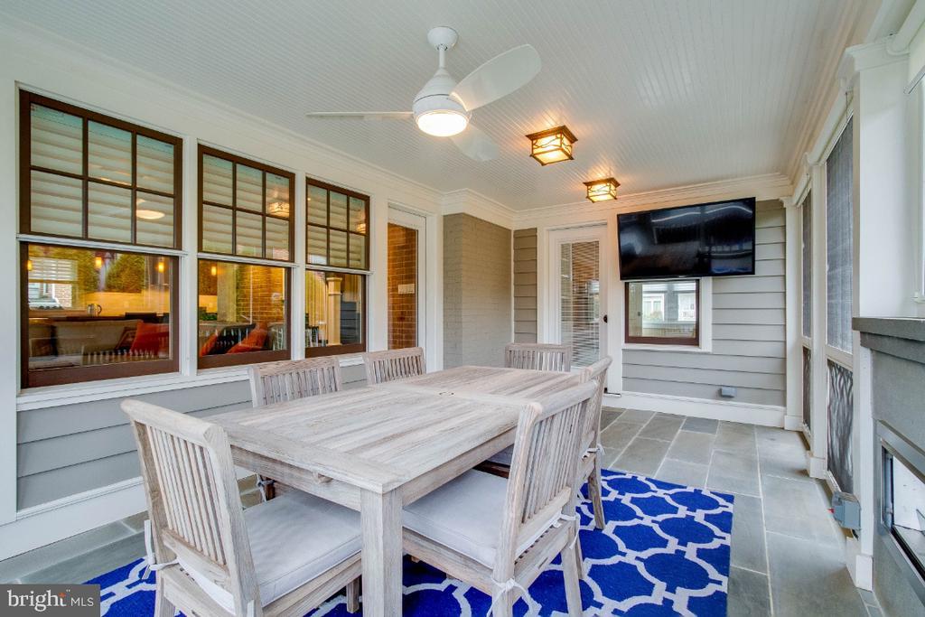 Screen porch with flagstone flooring & tv - 6308 26TH ST N, ARLINGTON