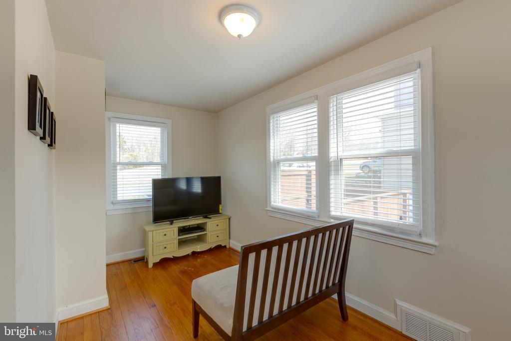 Sunroom or 4th bedroom - 3704 ARLINGTON BLVD, ARLINGTON