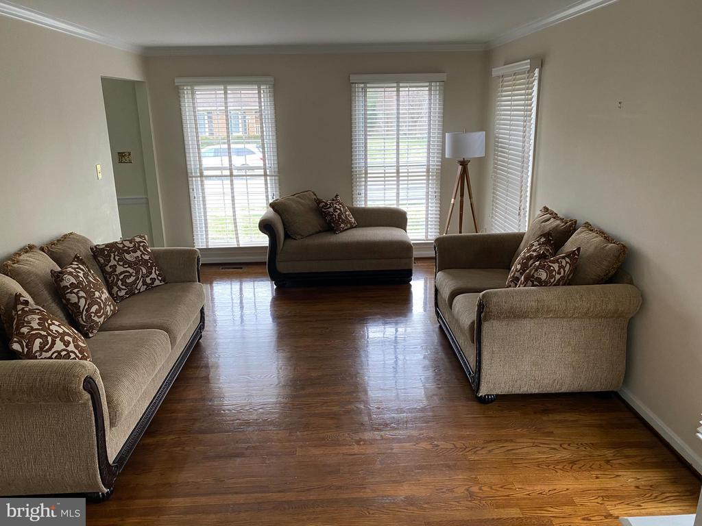 Living room - 10 WHITTINGHAM CIR, STERLING